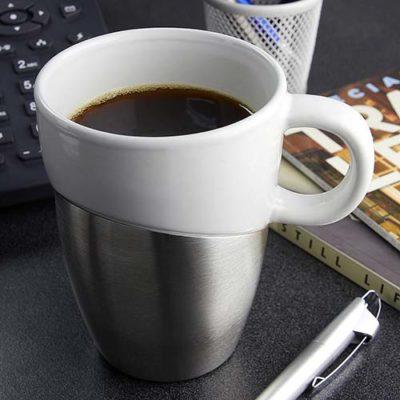 TAZA CON BASE METAL La taza con base de metal sin duda es un diseño de vanguardia es un excelente regalo para todos tus clientes especiales